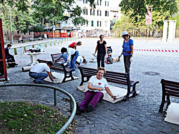 Credi che la cittadini del quartiere S. Stefano di Bologna verniciano le panchine di Piazza Cardicci. sia frutto di un errore e non c'entri con Perepepè ? Vai all'asterisco a fondo pagina.